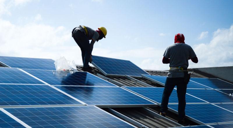 Panneaux solaires maison clé sur porte